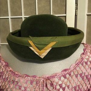 Vintage 1920s Green Velvet Hat